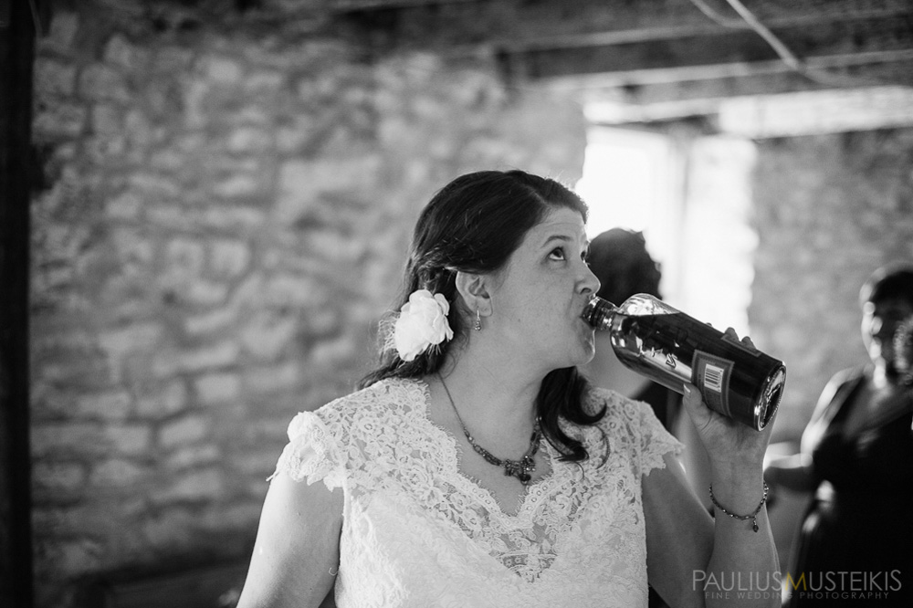 farm_wedding_photography_Madison_WI_by_Queens_And_Hearts_wedding_photography_whiskey_shots_10052013-7538