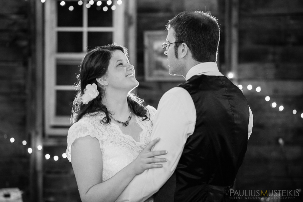 farm_wedding_photography_Madison_WI_by_Queens_And_Hearts_wedding_photography_dancing_10052013-8315
