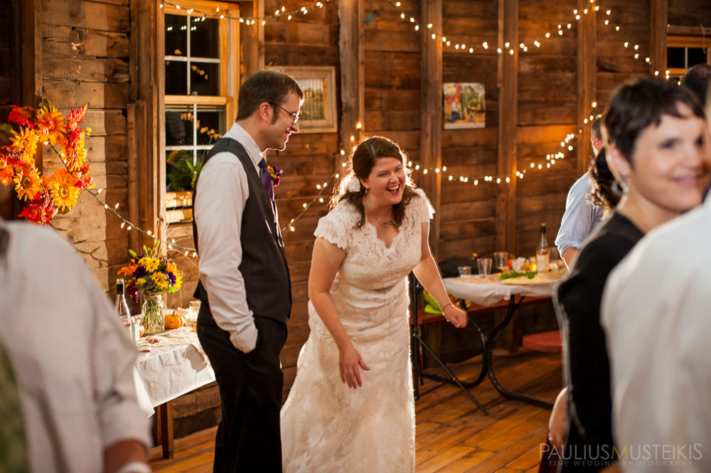 farm_wedding_photography_Madison_WI_by_Queens_And_Hearts_wedding_photography_dancing_10052013-8359