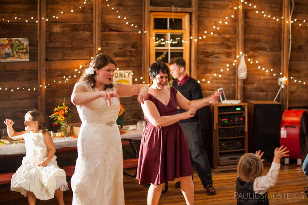 farm_wedding_photography_Madison_WI_by_Queens_And_Hearts_wedding_photography_10052013-8439