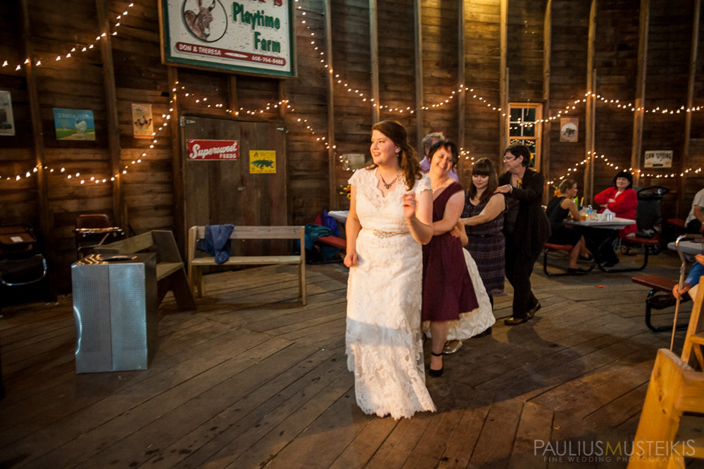 farm_wedding_photography_Madison_WI_by_Queens_And_Hearts_wedding_photography_10052013-8445