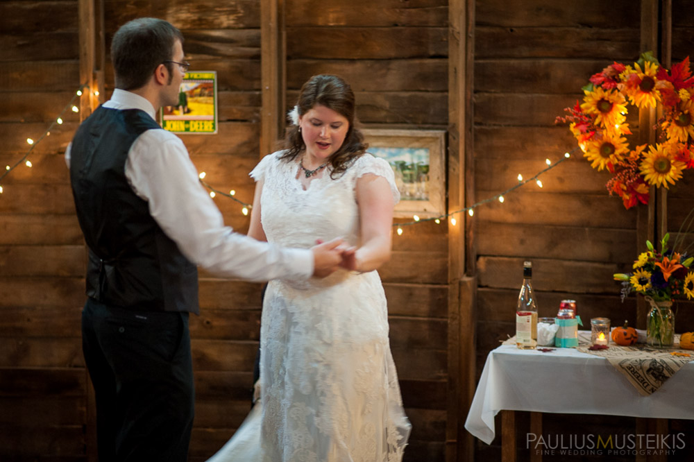 farm_wedding_photography_Madison_WI_by_Queens_And_Hearts_wedding_photography_dancing_10052013-8454